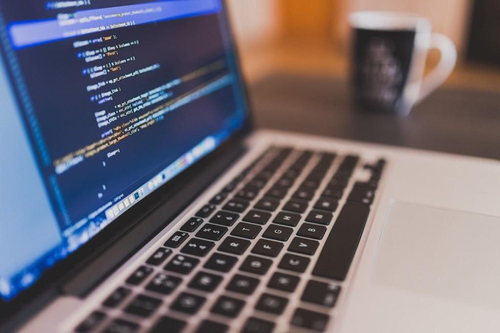 programista zarobki></p> <h3>Kurs programowania drogą do sukcesu</h3> <p>Intensywne<strong>kursy programowania</strong> są odpowiednio przygotowane, aby szkolić ludzi pragnących zmienić swoje życie w najszybszy z możliwych sposobów. Od samego początku jesteś pod okiem doświadczonego Mentora, który pracuje z Tobą nad tym, abyś zaczął efektywnie programować.Z każdym tygodniem Twoja wiedza i umiejętności praktyczne rosnąi wyrabiasz odpowiednie nawyki, jakie potrzebuje w pracy<strong>programista</strong>. <strong>Zarobki</strong> jakie będziesz w stanie osiągnąć, są wypadkową Twojej determinacji i motywacji do nauki. Pamiętaj!, że sukcesy osiąga się ciągłym kształceniem się i praktyką! A rozpoczynając naukę w tym kierunku jesteś o krok bliżej sukcesu, niż byłeś wczoraj 🙂</p> <p></p> </div>  <div class=